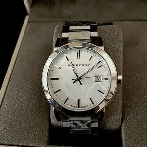 AUTHENTIC Burberry men watch never used